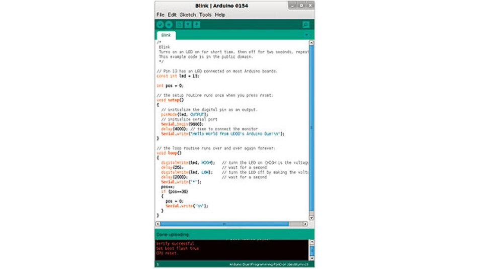 Bild 2. Das Programm blink.ino lässt eine LED blinken. In der Funktion setup() wird IO13 als Ausgang und die serielle Schnittstelle mit 9600 Baud konfiguriert, bevor nach einer Wartezeit von vier Sekunden ein String über die serielle Schnittstelle nach /dev/ttymxc3 des Linux-Device geschickt wird.