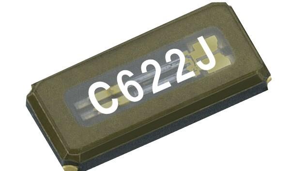 Einen niedrigen ESR von maximal 50 Ohm hat Epsons 32-kHz-Quarz-Frequenzschwinger FC-135R im Vertrieb von SE.
