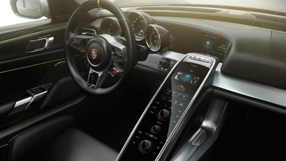 Porsche setzt in seinem Sportwagen 918 Spyder auf ein Infotainment-system von S1nn.