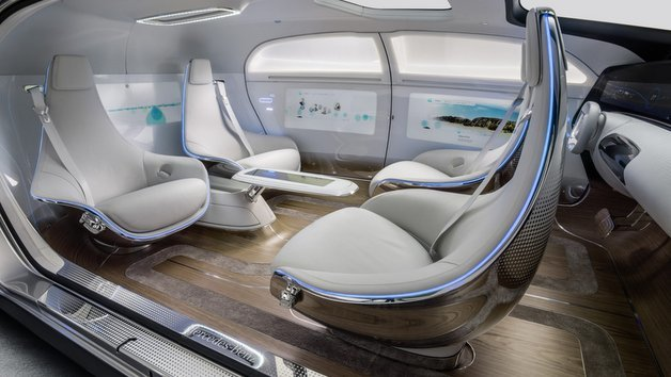 Der F 015 besitzt ein variables Sitz-System mit vier drehbaren Lounge-Chairs.