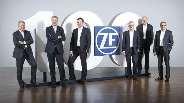 Der Vorstand der ZF Friedrichshafen AG im Jubiläumsjahr: von links Dr. Konstantin Sauer, Dr. Stefan Sommer, Jürgen Holeksa, Michael Hankel, Wilhelm Rehm, Rolf Lutz. Nicht im Bild Dr. Franz Kleiner, seit Jahresbeginn 2015 neu im ZF-Vorstand.