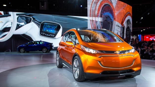 General Motors präsentiert auf der NAIAS 2015 in Detroit den Technologieträger Bolt EV.