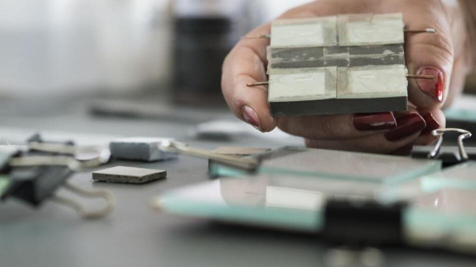 Grundlage für das neue Material sind leitfähiger Beton und organische Flüssigkeiten.