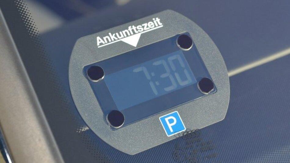 park lite elektronische parkscheibe zeigt automatisch die ankunftszeit an elektronik automotive. Black Bedroom Furniture Sets. Home Design Ideas