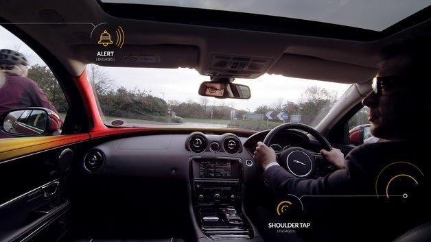 Durch visuelle und akustische Signale wird die Aufmerksamkeit des Fahrers auf mögliche Risiken gelenkt.
