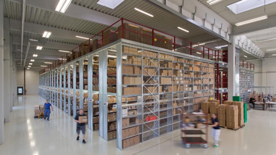 Im 24-Stunden-Versandservice verlassen 400 bis 500 Pakete täglich das Lager