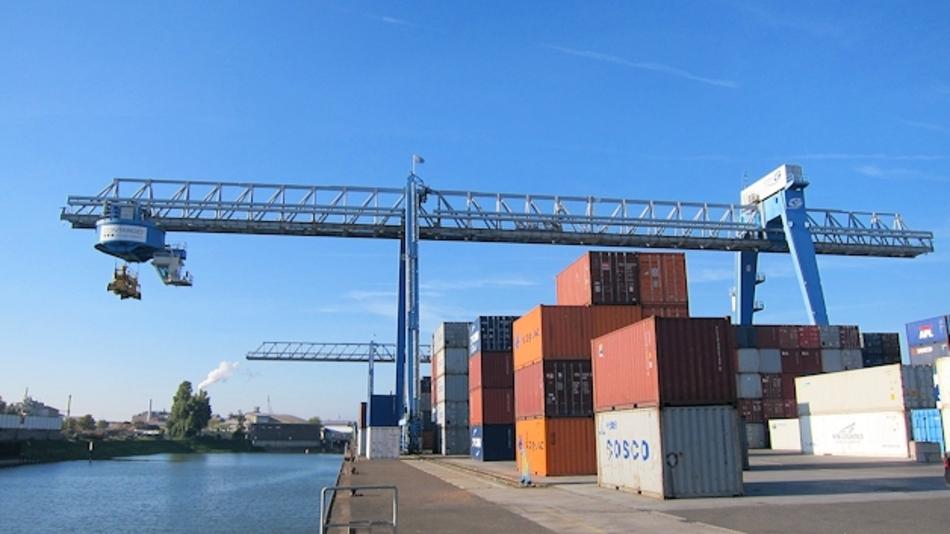 Containerbrücke im Terminal der Contargo Rhein-Neckar GmbH in Ludwigshafen