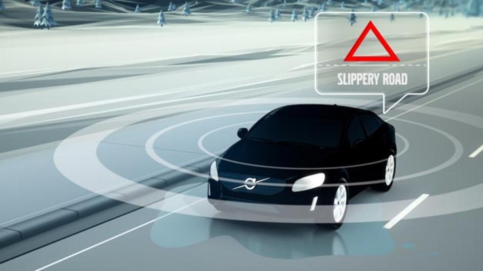 Volvo erforscht gemeinsam mit der schwedischen Verkehrsbehörde Trafikverket und der norwegischen Straßenbaubehörde Statens Vegvesen neue Cloud-Kommunikationstechniken zur Warnung vor gefährlichen Straßenbedingungen.