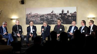 Christoph Witte; Patrick Quellmalz, Voice e.V. Anwenderverband; Tolga Erdogan, Dimension Data; Dr. Johannes Helbig, SOA Innovation Lab; Werner Reuss, Microsoft; Thomas Stöcker, NTT Data; Dr. Carlo Velten, Crisp Research; Wolfgang Miedl