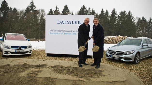 Spatenstich Daimler Prüf- und Technologiezentrum Immendingen (von links nach rechts): Winfried Kretschmann, Ministerpräsident des Landes Baden-Württemberg und Prof. Dr. Thomas Weber, Vorstand der Daimler AG für Konzernforschung und Entwicklung Mercedes-Benz Cars