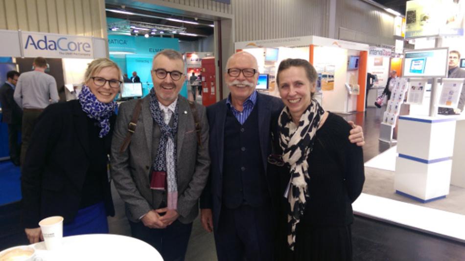 Freudiges Wiedersehen am WEKA-Stand: Iris Stroh (Markt & Technik), Roland Ackermann, Guy Forster (TKO), Stefanie Eckardt (Elektronik automotive, von rechts nach links)