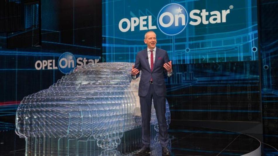 Opel Group CEO Dr. Karl-Thomas Neumann präsentiert auf dem 85. Genfer Automobilsalon Opel OnStar, den persönlichen Mobilitäts- und Hilfe-Assistenten.