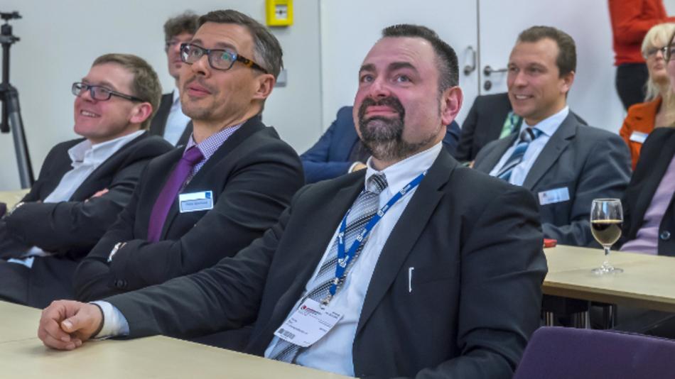 Thomas Stief (J+G, rechts) und Peter Eberhard (WEKA FACHMEDIEN) lassen sich keinen MEDIA SUMMIT entgehen