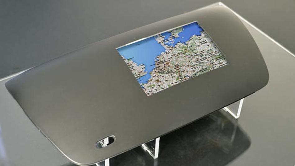 Der Demonstrator ist ein Beispiel für eine Multifunktionsanzeige mit 5 Finger-Touch in IML-Technologie.