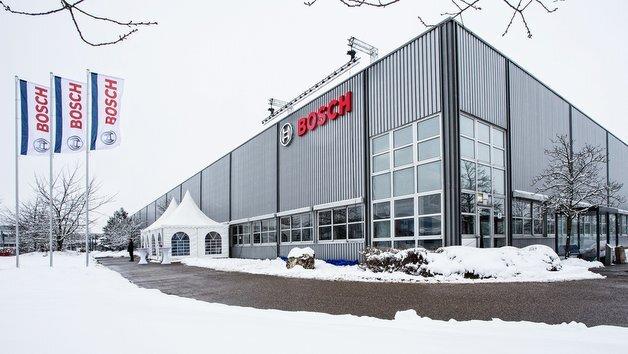 Bosch ist in Schwäbisch Gmünd angekommen. Das Werk 7 von ehemals ZF Lenksysteme ziert jetzt bereits das Bosch-Logo.