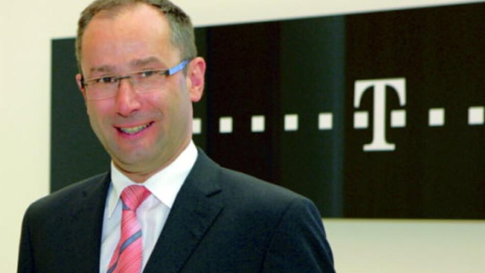 """Dr. Bruno Jacobfeuerborn: """"Deutschland hat das Zeug dafür, Leitanbieter für intelligente Produktionstechnologien und Leitmarkt für CPS-Technologien und -Produkte werden – allerdings nur, wenn die Unternehmen optimale Bedingungen vorfinden und durch gezielte Maßnahmen gefördert werden."""""""