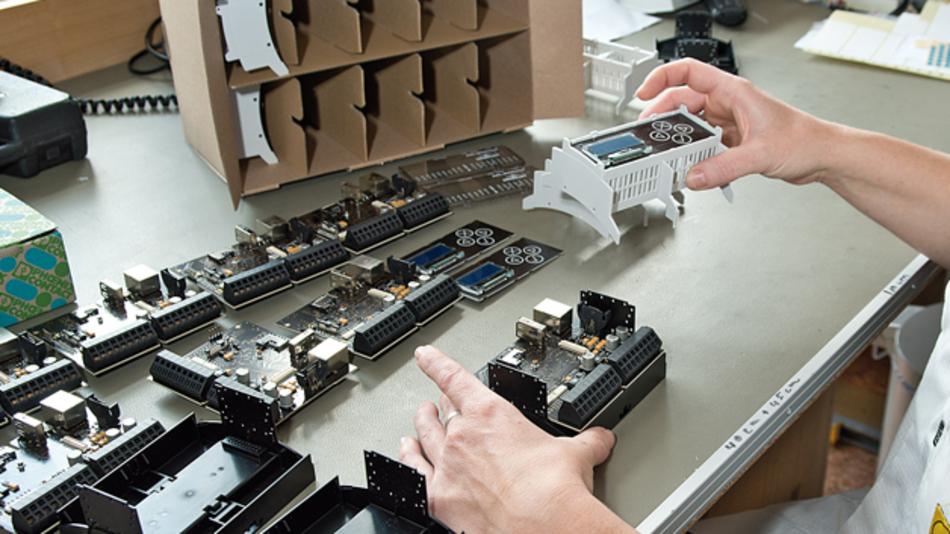 Bild 2: Das durchgängige Gehäusekonzept ermöglicht in der Produktion eine Gerätemontage ohne Werkzeug