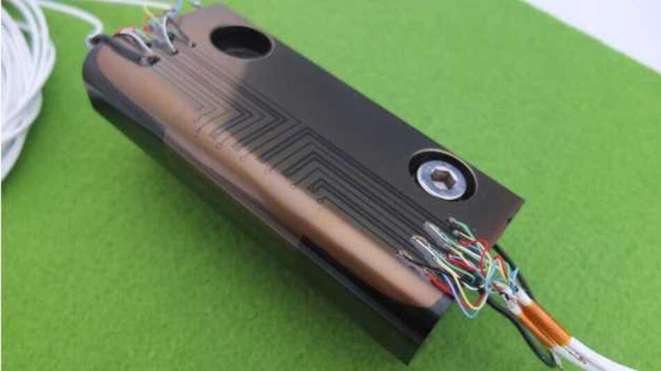 Blechstreifenziehwerkzeug mit vollständigem Dünnschichtsensorsystem