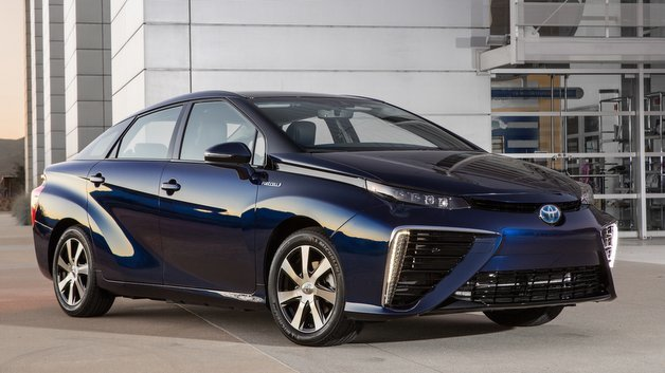 Der Toyota Mirai tankt Wasserstoff – rund drei Minuten soll der Tankvorgang dauern.