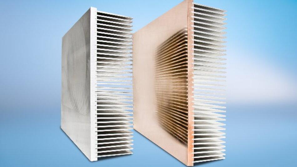 »SuperFins«-Hochleistungskühlkörper bestehen aus einer Kupfer- oder Aluminiumbodenplatte und eingepressten Rippen