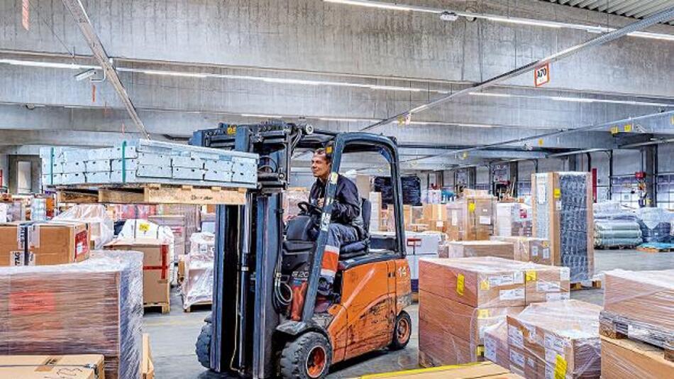 Das Blocklager der DB Schenker in Linz profitiert vom GreenWarehouse-Konzept von Philips, einer Komplettlösung für industrielle Beleuchtung.