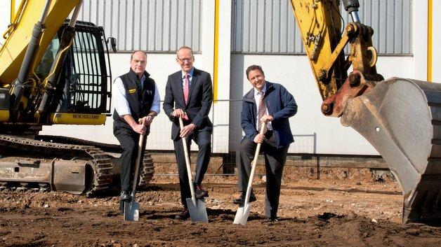 Opel investiert weiter am Stammsitz Rüsselsheim: Das Unternehmen erweitert sein Elektronik-Test-Center auf dem südwestlichen Gelände des Internationalen Technischen Entwicklungszentrums (ITEZ) mit einem neuen Gebäude für rund fünf Millionen Euro.
