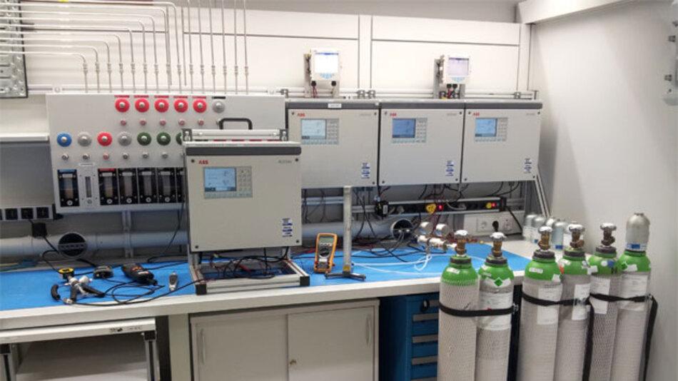 Das ABB-Prüflabor in Frankfurt-Praunheim kann als erstes Labor weltweit Gasanalysatoren prüfen und kalibrieren.