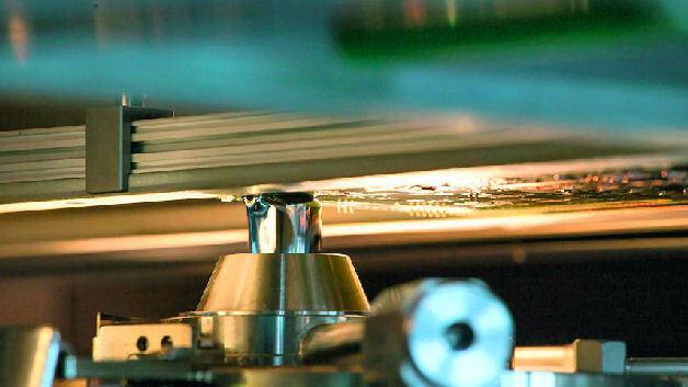Durch das Selektivlötverfahren sind Leiterplatte wie Bauteile einer geringeren thermischen Belastung (Handlöten bis 375°C – Selektivlöten 275°C) ausgesetzt.