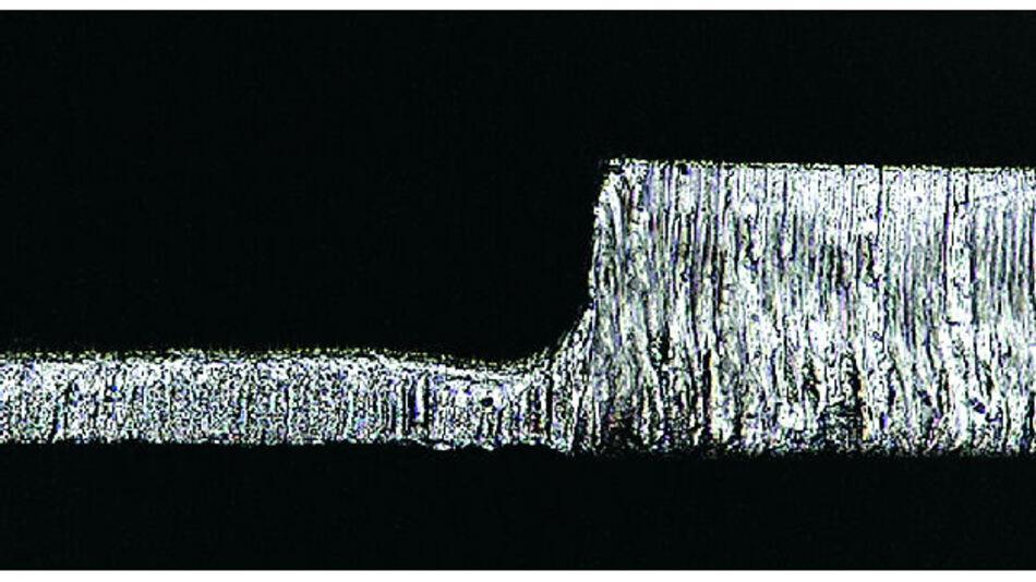 Bild 1. Eine Step-down-Schablone reduziert die Lotpastenmenge bei Fine-Pitch-Bauteilen.