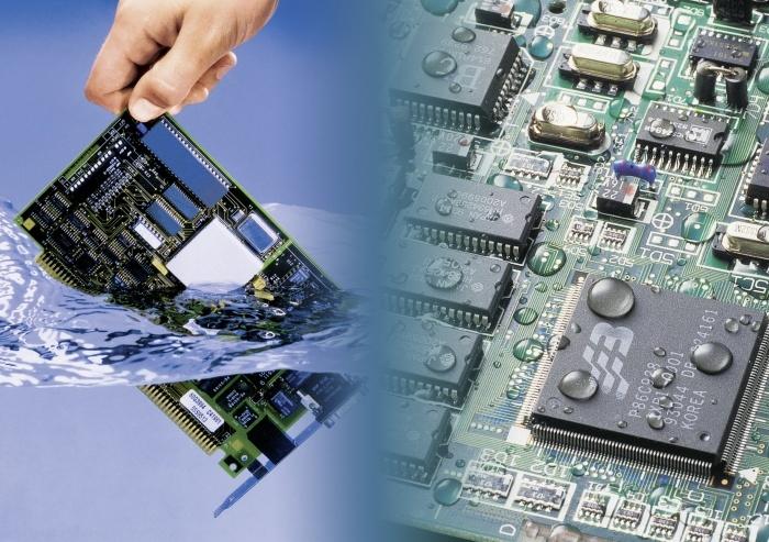 Die 3M Novec 1700 Elektronik Oberflächenbeschichtung ermöglicht ein effizientes Reinigen und Beschichten.