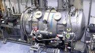 Der weltweit einzigartige supraleitende Hochleistungsundulator SCU15 zwingt die Elektronen mit Hilfe eines periodischen Magnetfelds auf eine wellenförmige Bahn mit 100 Perioden von jeweils 15 mm.