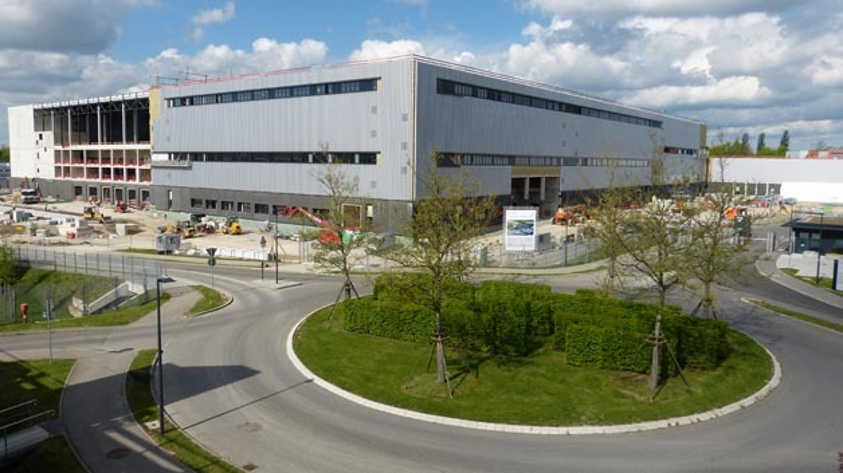 Mercedes-Benz feiert Richtfest seiner Crashtestanlage im Sindelfinger Werk.