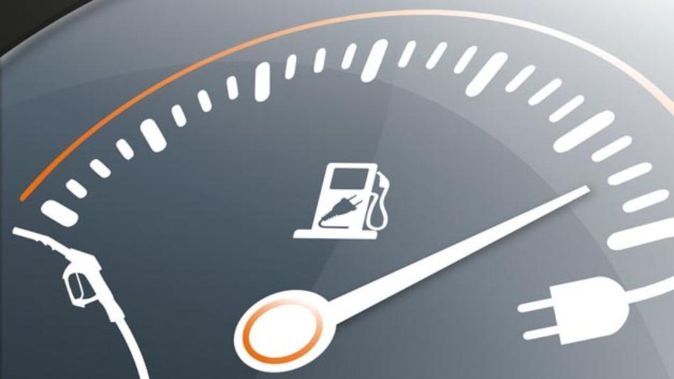 Laden oder Tanken? Im neugegründeten Kompetenzzentrum für Elektromobilität widmet sich MBtech nicht nur dem Elektro- sondern auch dem Plug-In-Antrieb.
