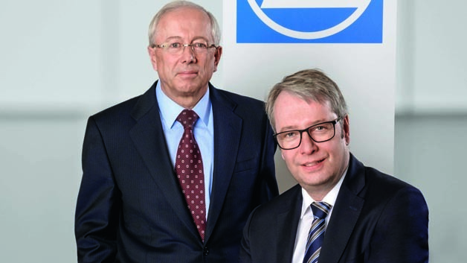 """John C. Plant, Präsident und CEO von TRW (links), und der ZF Vorstandsvorsitzende Stefan Sommer wollen """"das Beste aus beiden Welten"""" von ZF und TRW kombinieren."""