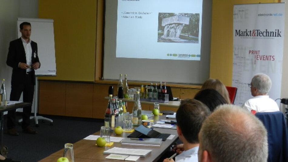 »Die Zielgruppe, die wir erreichen wollen, bestimmt die Medienauswahl!« Alexander Schön referierte auf dem Workshop der Markt&Technik über »Employer Branding und Social Media Recruiting« der Phoenix Contact Gruppe.