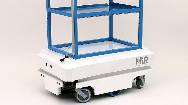 Mit unterschiedlichen Transportgestellen lässt sich der mobile Roboter MiR100 von Mobile Industrial Robots ausstatten.
