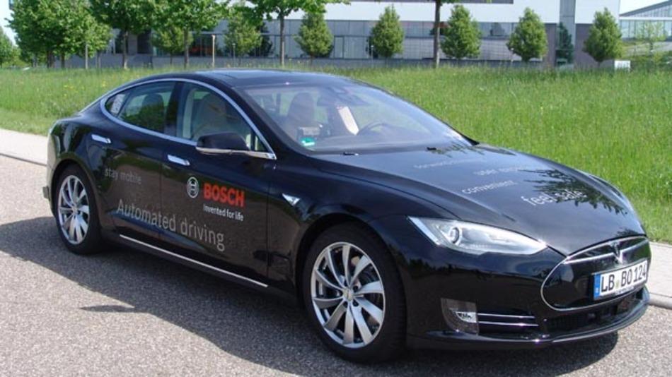 Maschine statt Mensch: automatisiertes Fahrzeug auf Basis des Tesla Model S