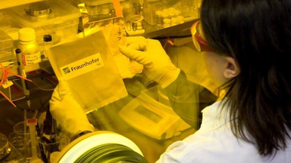 Das Fraunhofer ISC untersuchte real und künstlich gealterte Batteriezellen.