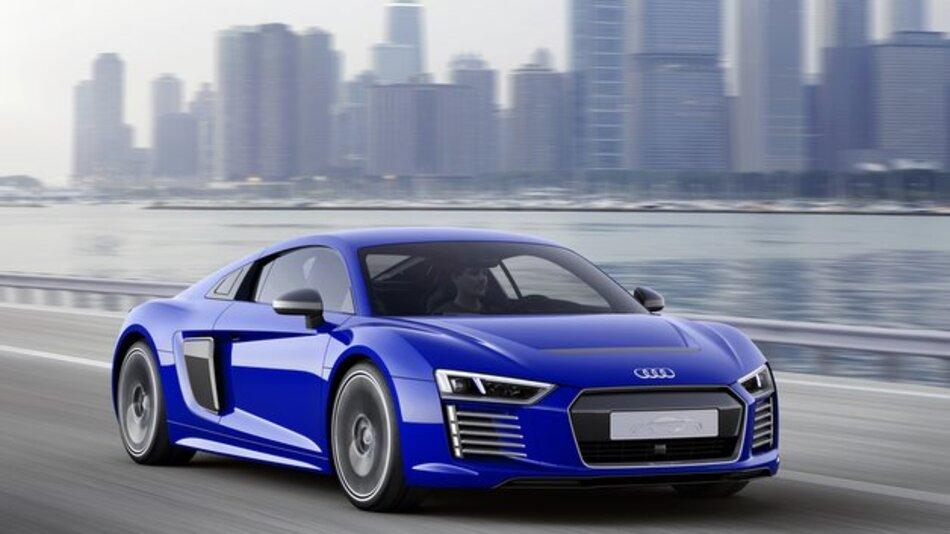 Mit Hilfe zahlreicher Sensoren erstellt der Audi R8 e-tron piloted driving ein umfassendes Bild der Fahrzeugumgebung.