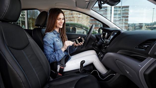 Ab September startet Opel die Einbindung von Smartphones über Apple CarPlay und Android Auto in die gesamte Modellpalette.