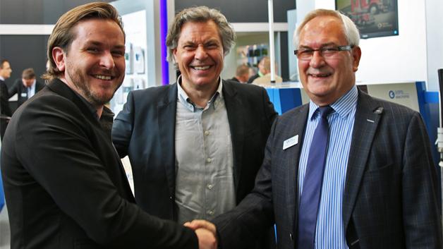 Die beiden Geschäftsführer von Eutect Matthias und Manfred Fehrenbach und Holger Göpel, Hauptgeschäftsführer von Göpel Electronic haben auf der SMT eine Zusammenarbeit vereinbart.