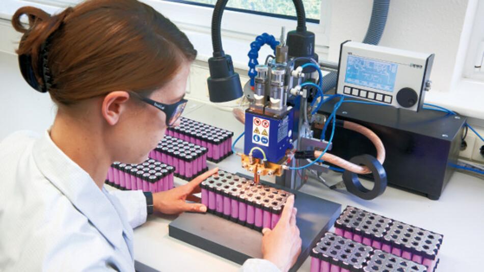 Jauch Quartz fertigt am Standort in Villingen-Schwenningen kundenspezifische Battery Packs.