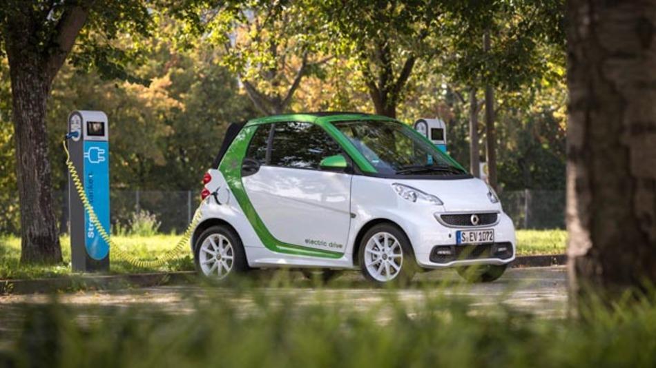 Könnte bis 2021 immer öfter auf deutschen Straßen stromern: Der Smart Electric Drive.