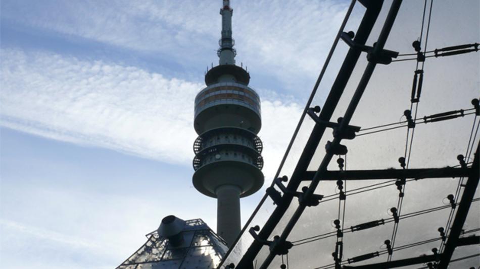 In 181 m Höhe findet im Drehrestaurant im Münchner Olympiaturm ein Hightech-Treffen von Meilhaus Electronic statt.