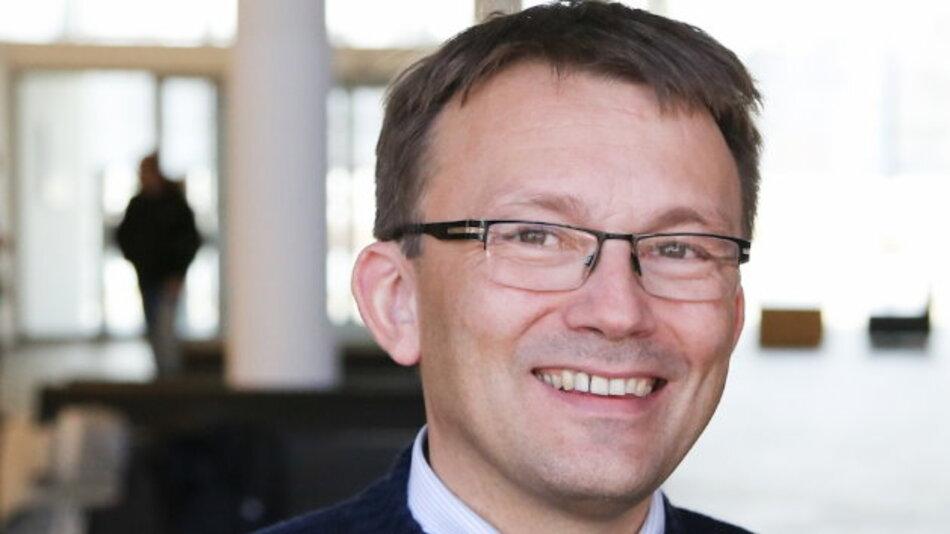 Justin Bierner ist Diplom-Physiker und im Qualitätsmanagement von Infineon Technologies. Seit der Geburt seiner Tochter vor 6 Jahren arbeitet der 47-Jährige 27,5 Wochenstunden in Teilzeit.