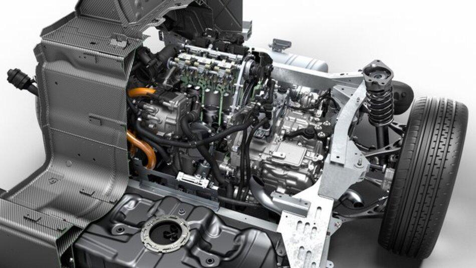 Der TwinPower Turbo 1,5-Liter-3-Zylinder-Benzinmotor  des BMW i8 leistet 170 kW / 231 PS.
