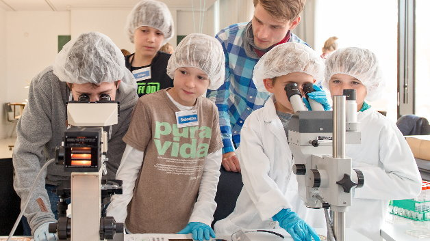 Nanotechnik-Labor für Kinder im Zentrum für Nanotechnik und Nanomaterialien der TU München