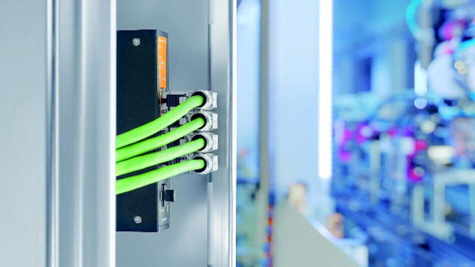 Die neuen RJ45-Stecker ermöglichen eine platzsparende Leitungsführung - bei gleichzeitig einfacher Installation.