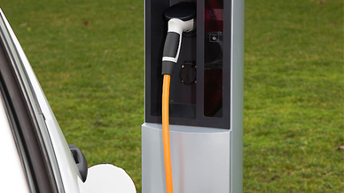 Elektrofahrzeug an Ladesäule