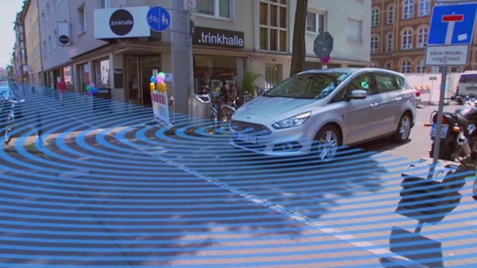 Der neue S-Max von Ford verfügt über eine Frontkamera, die mit Split-View-Funktion ausgestattet ist.